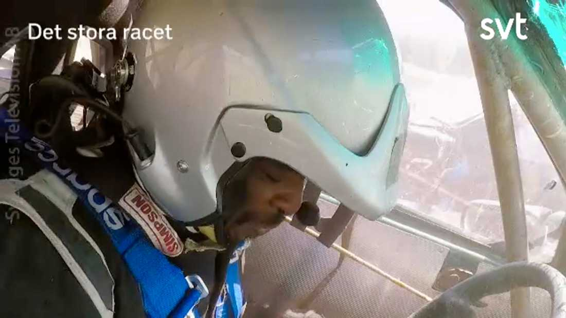 Kodjo Akolor filmades inne i bilen under olyckan