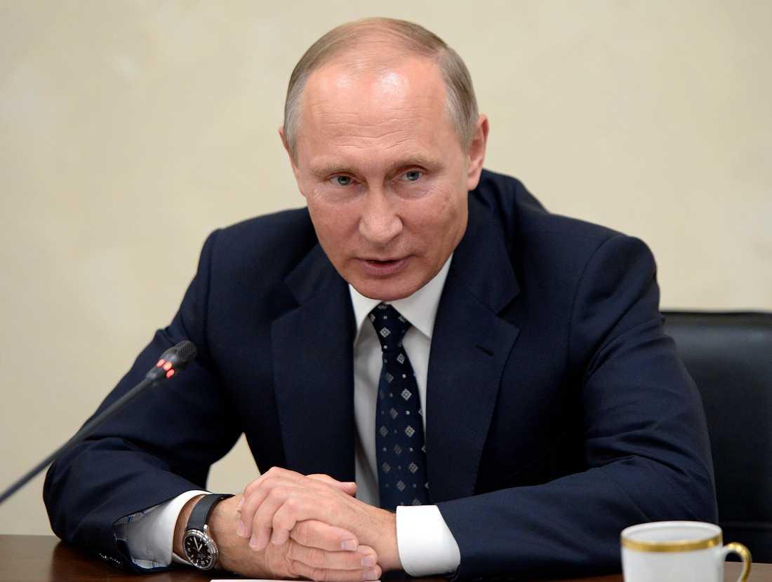 President Putin blånekade först att Ryssland låg bakom annekteringen av Krim.