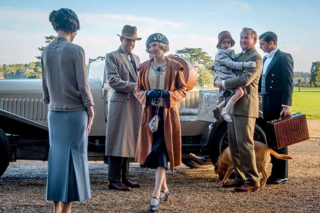 """Elizabeth McGovern, Harry Hadden-Paton, Laura Carmichael, Hugh Bonneville och Michael Fox möter biopubliken i """"Downton Abbey"""", biofilmen om familjen Crawley och deras tjänstefolk. Pressbild."""