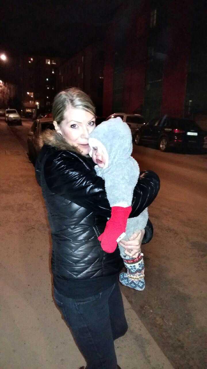 Kristina Thomsen Hall, 34, med dottern Olivia.