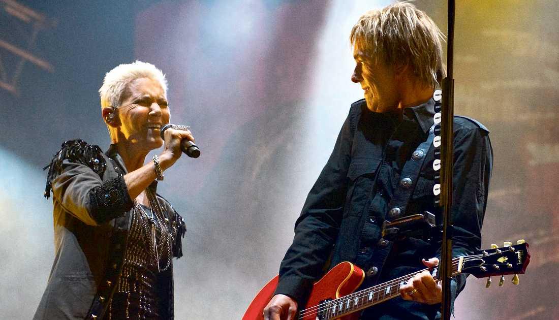 mer än sin sjukdom Det är ingen storartad comeback Nöjesbladets Marcus Larsson bevittnar i Sundvall, men det verkligt viktiga är att Marie Fredriksson klarar av att uppträda med sitt Roxette igen.