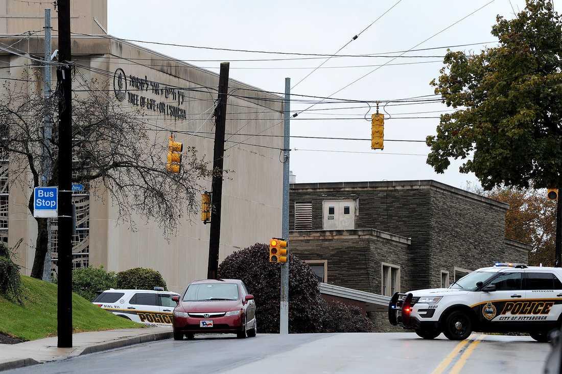 Elva personer sköts ihjäl inne i synagogan Tree of Life i Squirrel Hill i Pittsburgh, USA.
