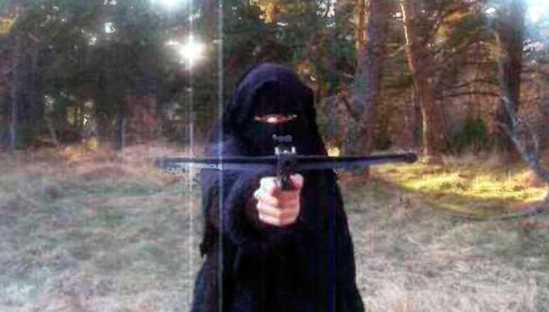 Hayat Boumeddiene, som misstänks vara kvinnan på bilden, kan ha flytt till Syrien.