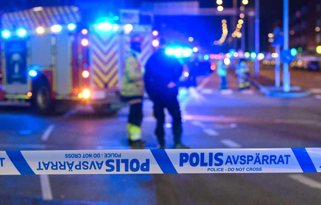 En kraftig explosion förstörde vid midnatt natten till onsdagen entrén till en trafikskola i centrala Malmö.