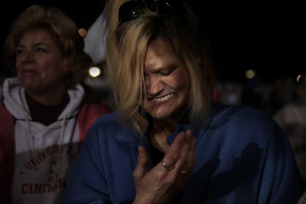 """Jacklyn Dunlop har aldrig röstat tidigare. Nu ska hon inte bara rösta – hon går på valmöten också. Jacklyn grät när Romney talade. """"Romney är underbar. I år är första gången jag verkligen känner att jag vill rösta. Det handlar om vilka vi är,"""" säger hon."""
