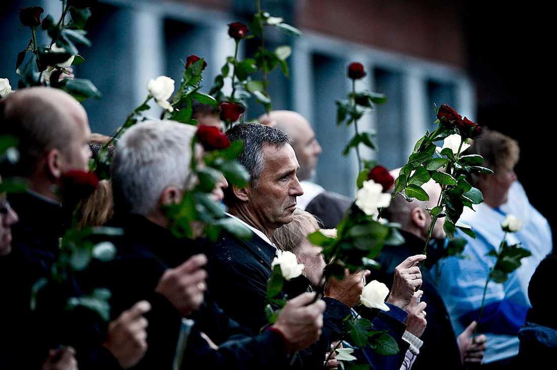 enade i sorgen Genom att gemensamt kämpa mot rasismen i vår vardag kan vi bekämpa den världsbild som Breivik var en del av.