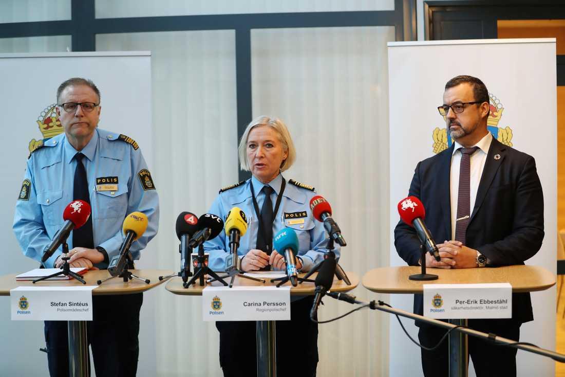 Stefan Sintéus, polisområdeschef; Carina Persson, regionschef polisen; och Per-Erik Ebbeståhl, trygghets- och säkerhetsdirektör i Malmö Stad, när polisen i Malmö håller pressträff på Rättscentrum med anledning av helgens explosion och skjutningar.