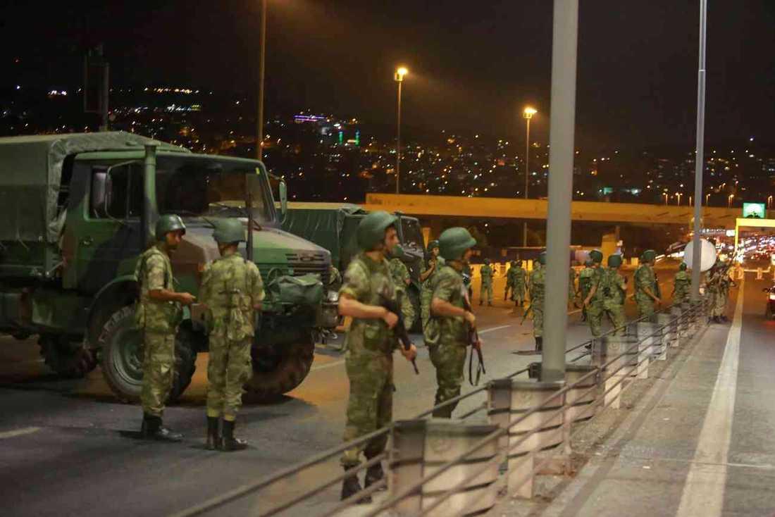 Delar av militären tog kontroll över platser i Istanbul och Ankara under kuppförsöket 2016.