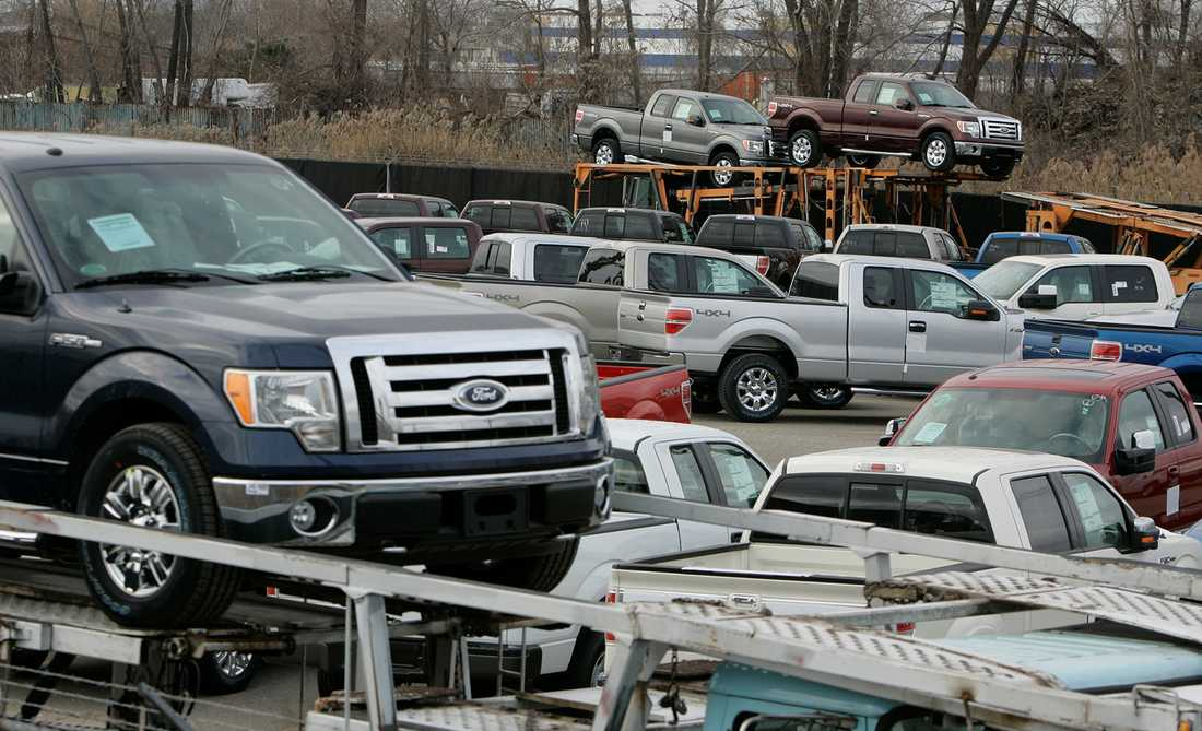 Många F150 som skeppas iväg från Ford-fabriken i Michigan.