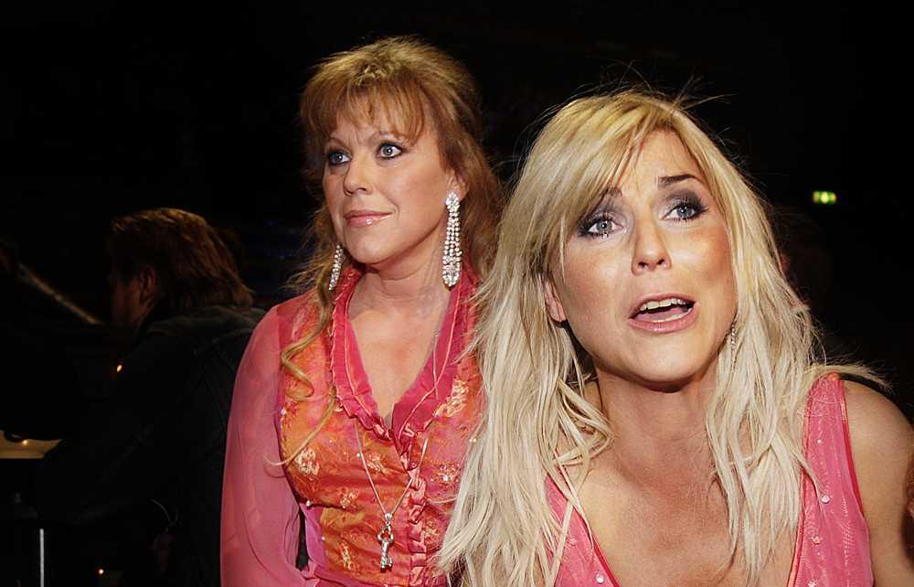 Marie Nilsson Lind och Josefin Nilsson under Melodifestivalen i Linköping 2008.