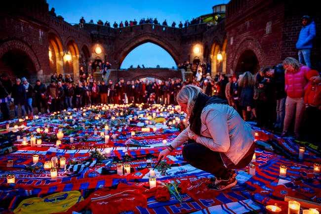 Uppskattningsvis 4 000 personer samlades i Helsingborg för att hedra den döde 43-åringen.
