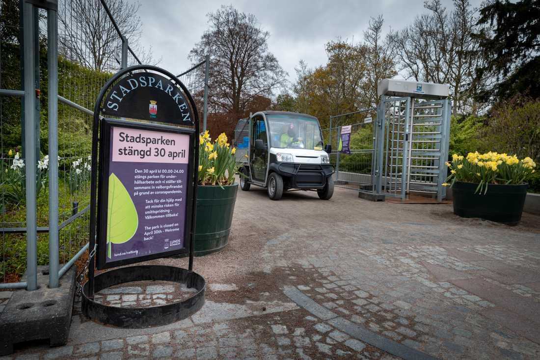 Stadsparken i Lund har stängts för att spontanfesten med tusentals studenter på valborgsmässoafton inte ska kunna uppstå på grund av risken för smittspridning av coronaviruset.