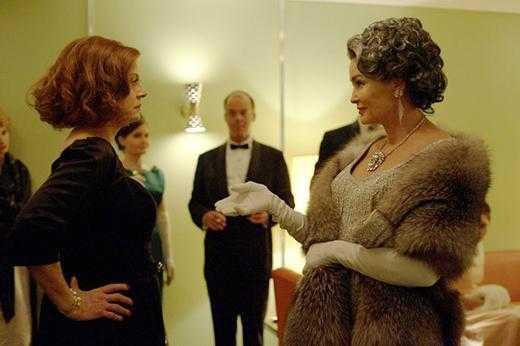 """Susan Sarandon och Jessica Lange synar varandra som rivaliserande filmstjärnor i """"Feud""""."""