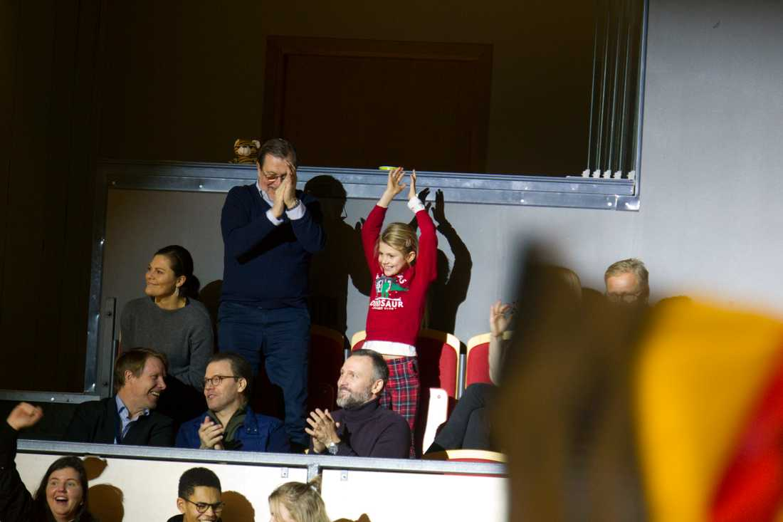 Prinsessan Estelle jublar efter mål av hemmalaget Brynäs