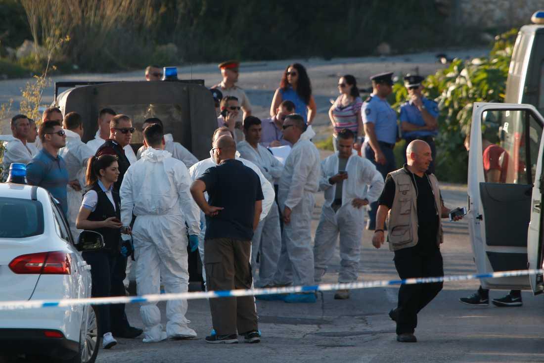 Polisen har spärrat av brottsplatsen där ett stort pådrag ägt rum.