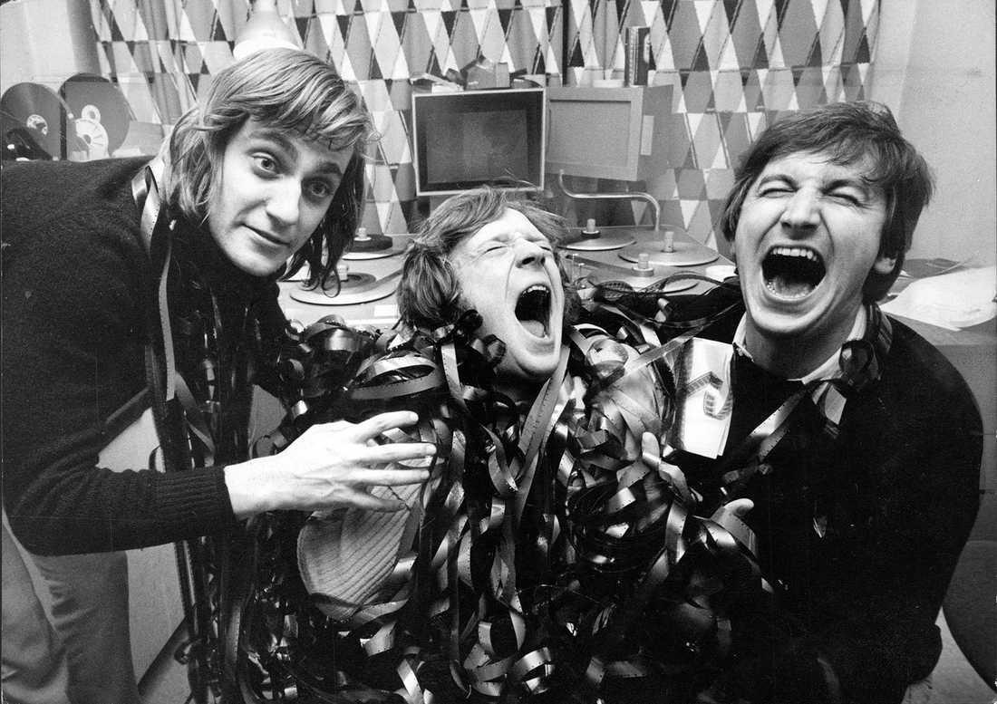 Lasse Hallström, Brasse Brännström och Magnus Härenstam i ett klipprum, med en massa film när de skall gå en tv-producentkurs 1972.