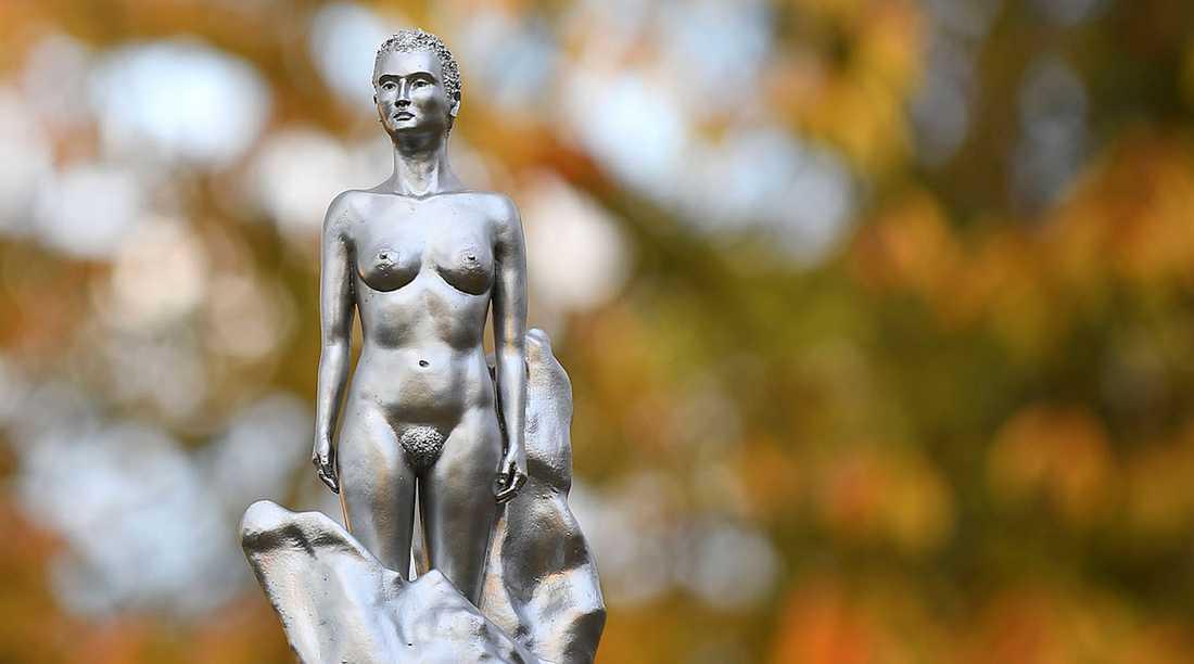 Maggi Hamblings skulptur för att hedra filosofen Mary Wollstonecraft.