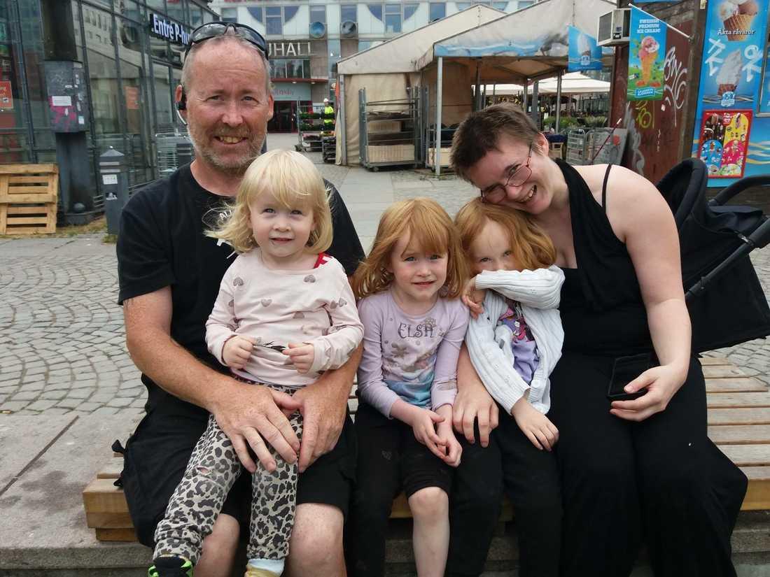 Hela familjen Magnusson i Stockholm.