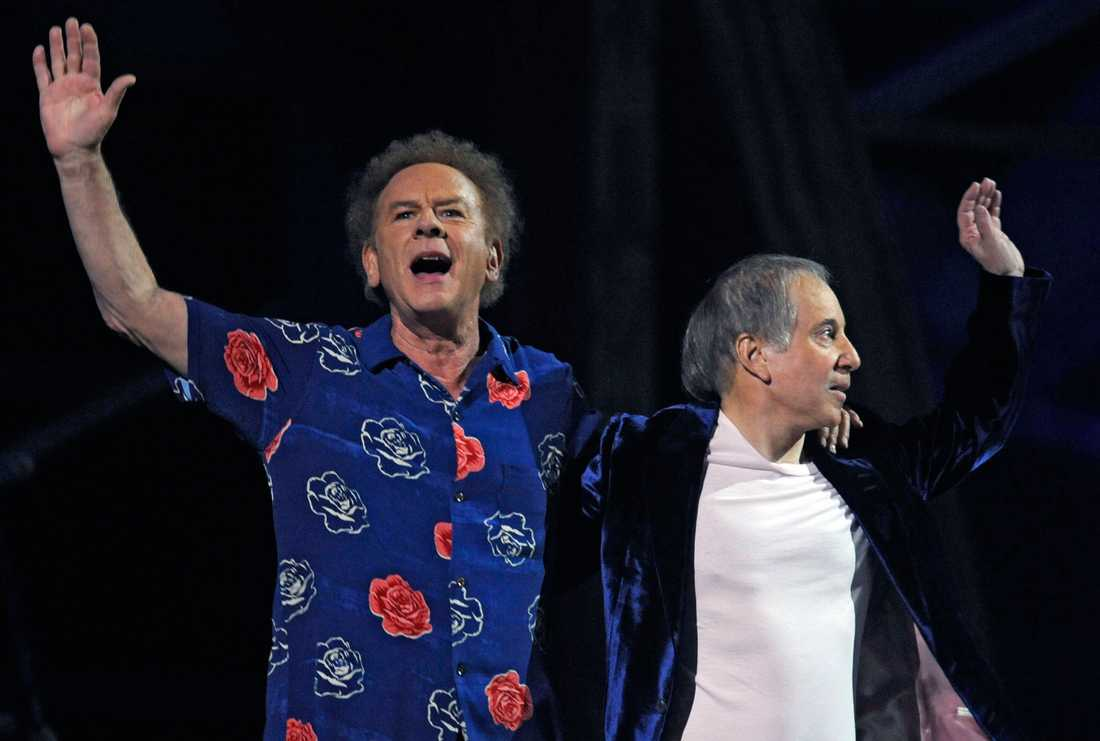 Art Garfunkel och Paul Simon under ett framträdande 2009 på en jubilumskonsert för Rock & Roll Hall of Fame på Madison Square Garden i New York,.