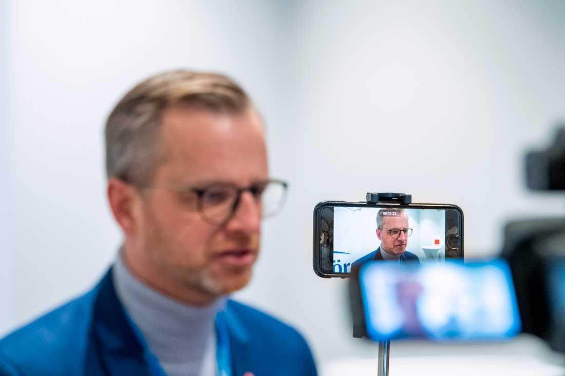 Inrikesminister Mikael Damberg (S) vill avvakta.