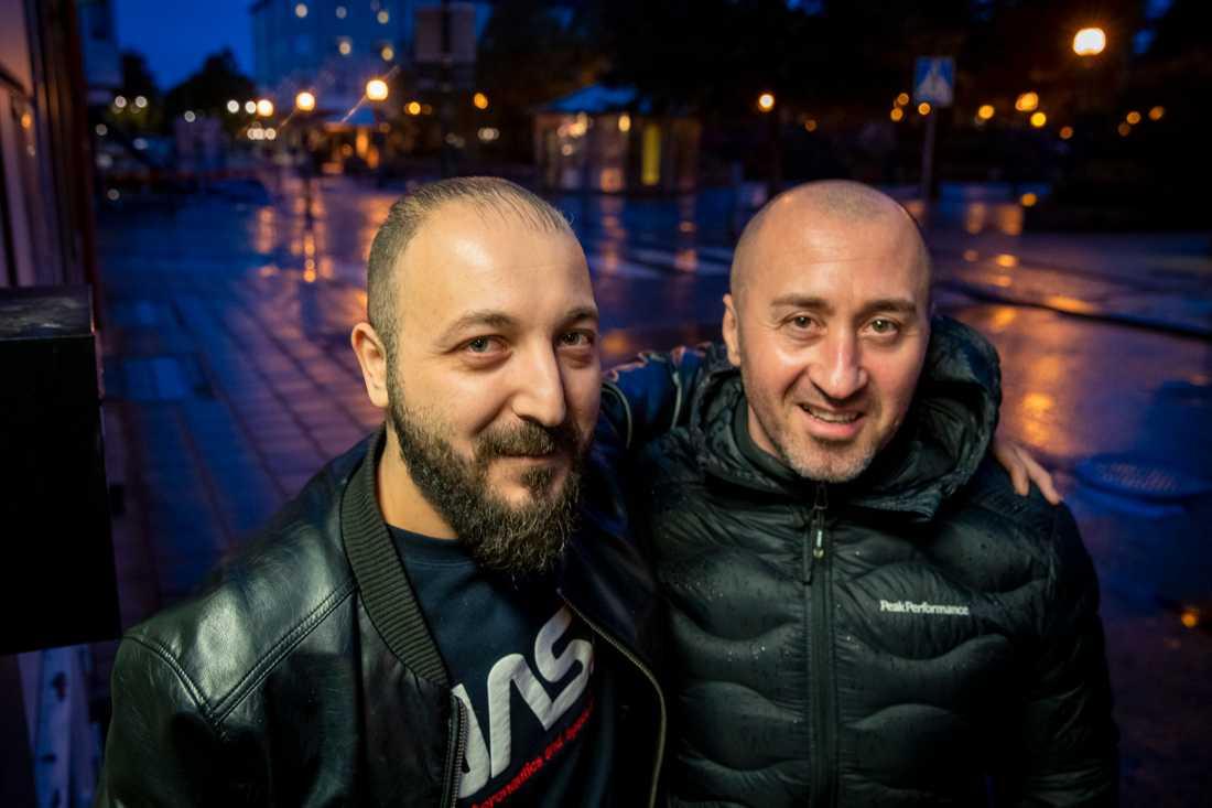 Frisören Tarek Refai och branddramats hjälte Cristian Mladin.