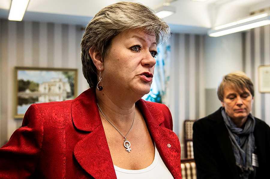 Ylva Johansson ger sig in i integrationsdebatten.