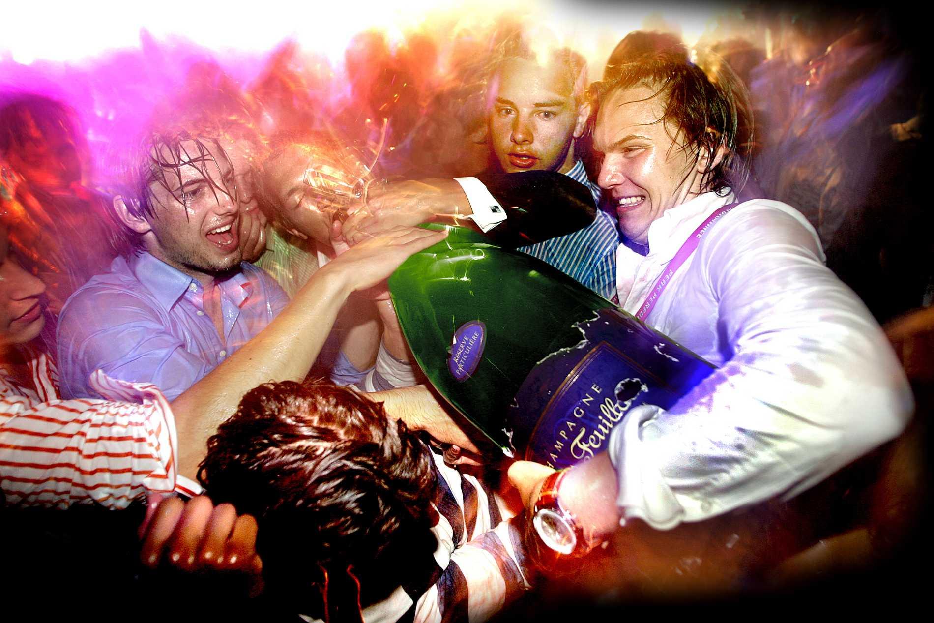 MUF kräver att skulden av missade nattklubbshångel betalas tillbaka.