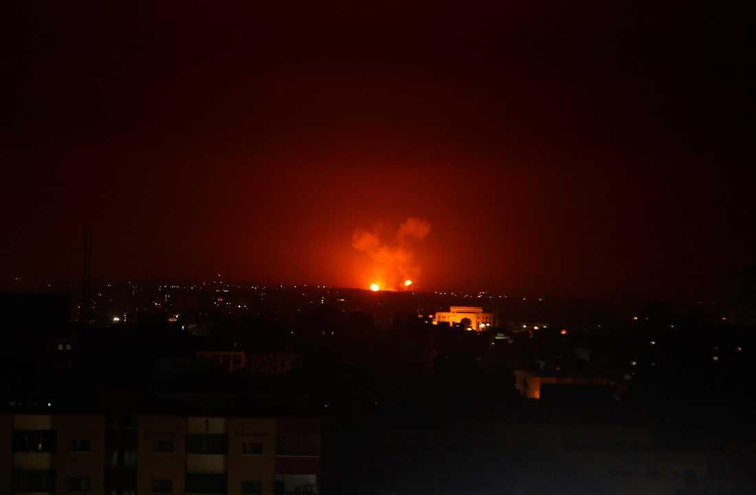 Ett israeliskt flygangrepp mot mål på Gazaremsan tidigt på måndagsmorgonen.