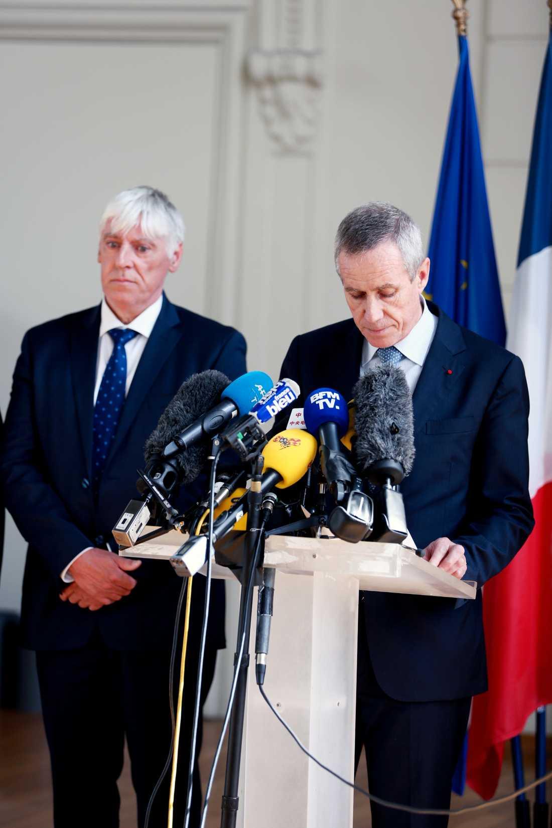 Åklagaren François Molins håller presskonferens strax efter 17.00 på fredagen. Han berättar att 84 människor döt i attacken, varav 10 barn, samt att över 200 personer är skadade.