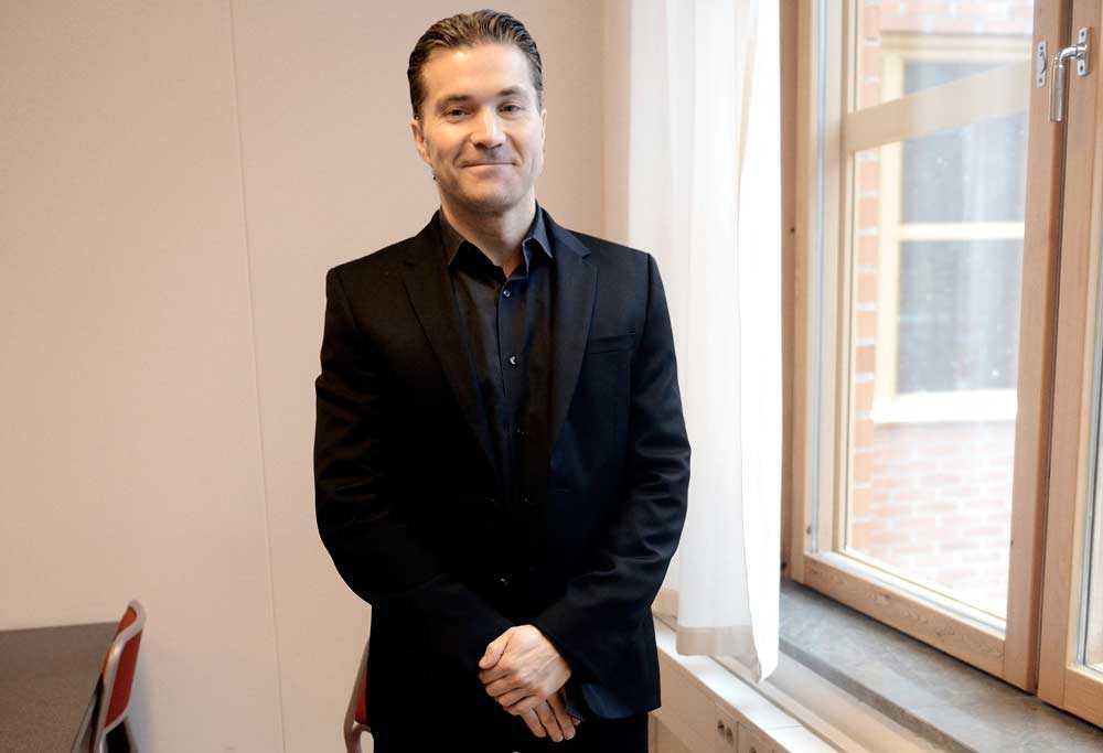 Spotify-grundaren och Telia Sonera-ledamoten Martin Lorentzon har undvikit att betala skatt i Sverige genom ett brevlådeföretag i Cypern, rapporterar Ekot.