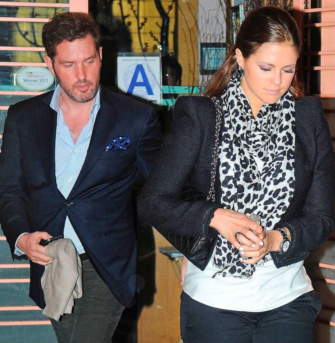 Tvingas lätta på plånboken Chris och Madeleine tänker inte göra om Victorias och Daniels misstag. De lät sig bjudas av miljardären Bertil Hult – och blev anmälda för mutbrott.