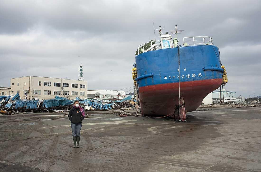 havsnivån stiger Under jordbävningen sjönk marken, vilket har lett till att havet letat sig in på land i Ishinomakis fiskarhamn.