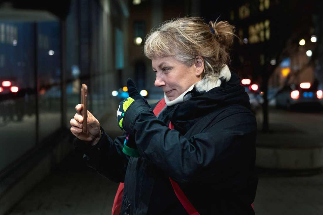 Kroppsaktivisten Stina Wollter ger tummen upp till sina 240000 följare efter att ha pratat i nästan två timmar med representanter för Facebook.
