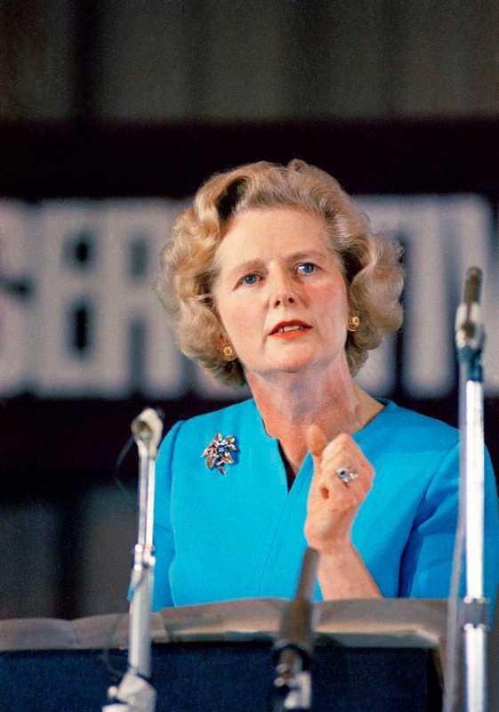 Margaret Thatcher, brittisk politiker, är en av få kvinnor som lyfts fram.