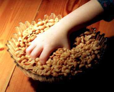 Det är möjligt att allergiska barn kan börja äta jordnötter igen, enligt studien.