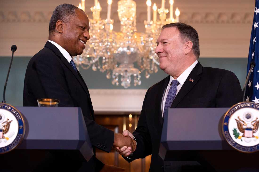 Nigerias utrikesminister Geoffrey Onyeama med sin amerikanske kollega Mike Pompeo.