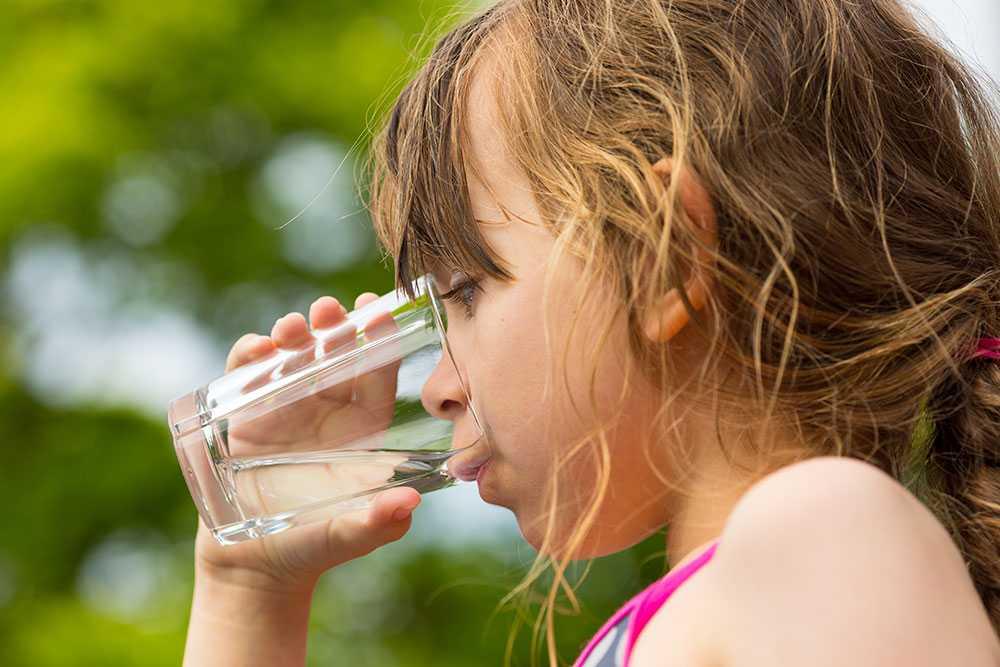Så håller du koll på vätskebalansen i sommarhettan.