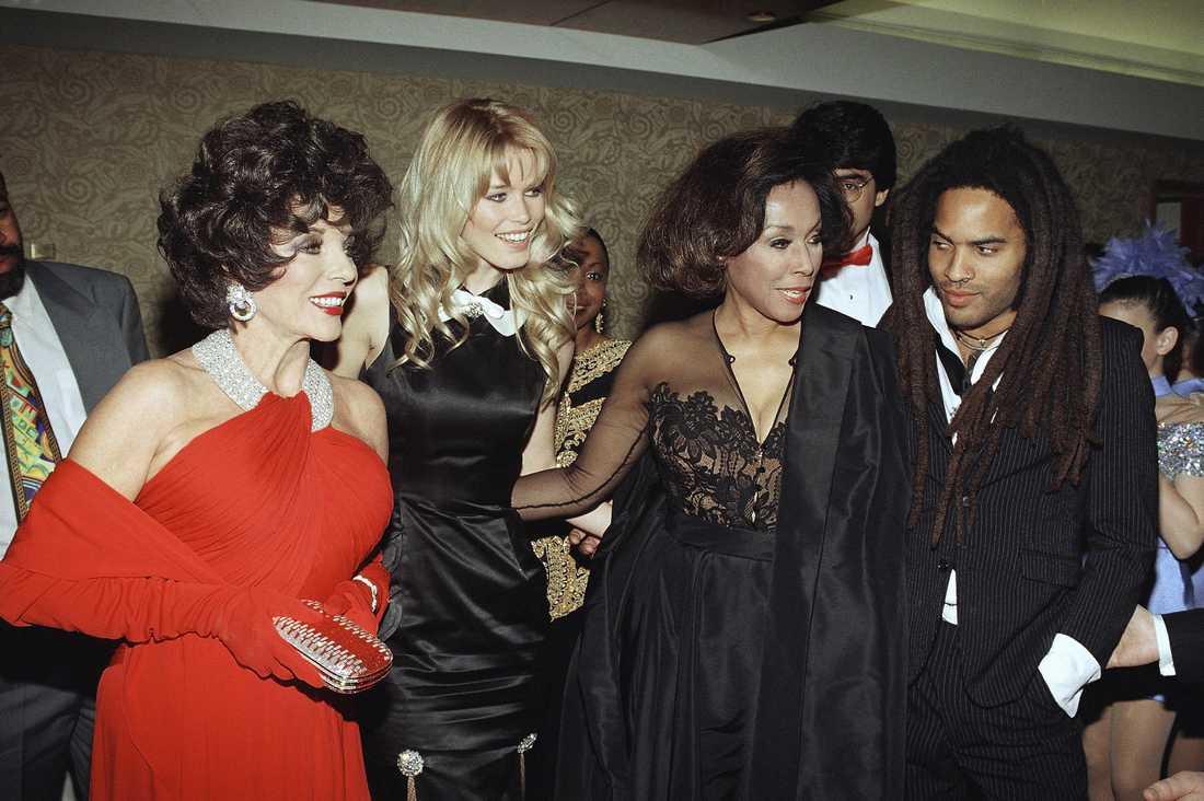Joan Collins, Claudia Schiffer, Diahann Carroll och Lenny Kravitz år 1995.