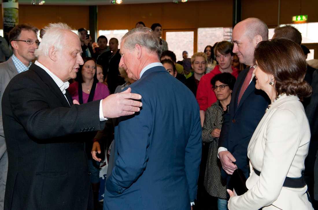 Prins Charles och hertiginnan Camilla besöker Fryshuset i Stockholm tillsammans med drottning Silvia och statsminister Fredrik Reinfeldt. Prins Charles talar med Fryshusets grundare Anders Carlberg i mars 2012.