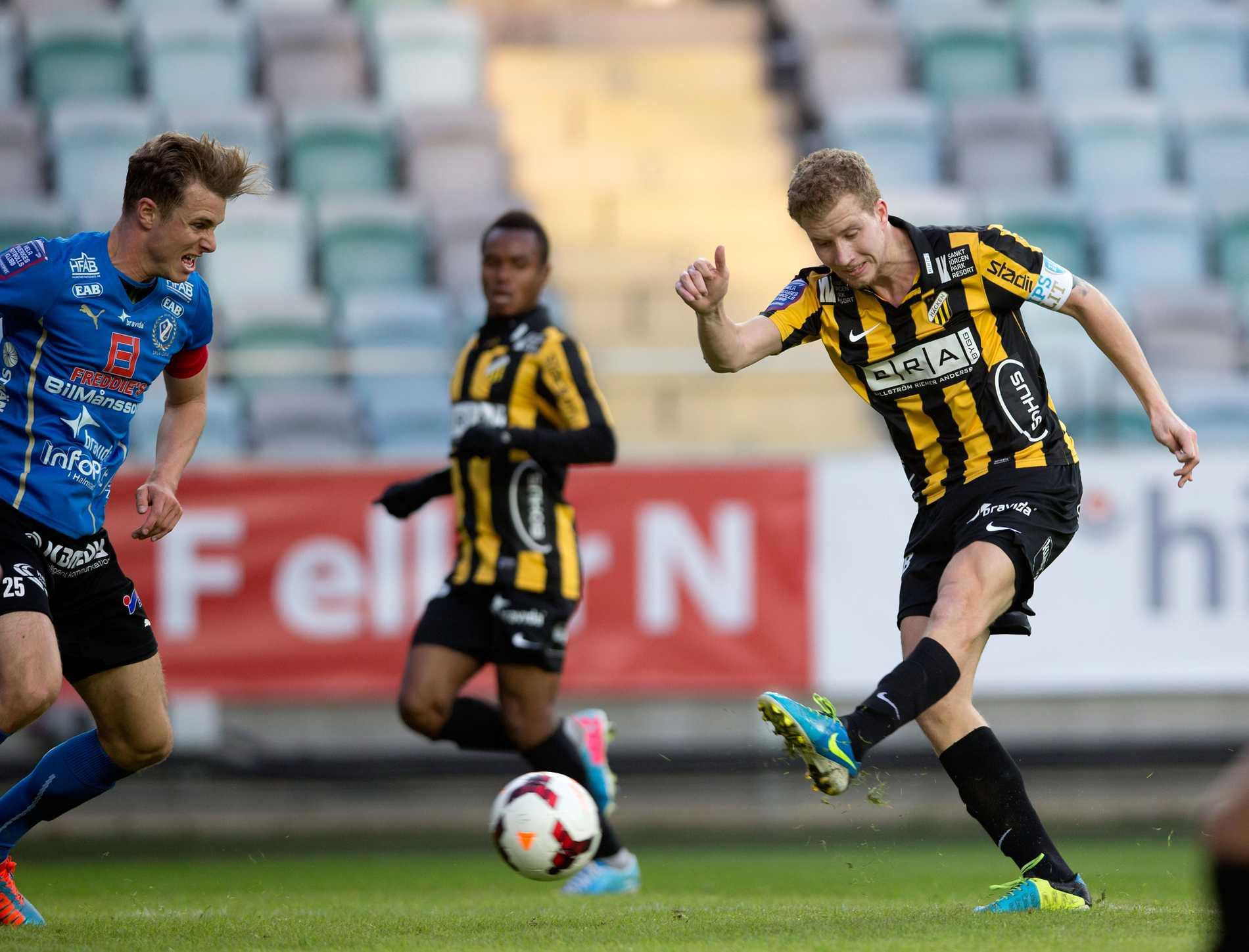 Häckens Simon Gustavsson gjorde succé mot Halmstad, spelade fram till första målet och gjorde andra själv.