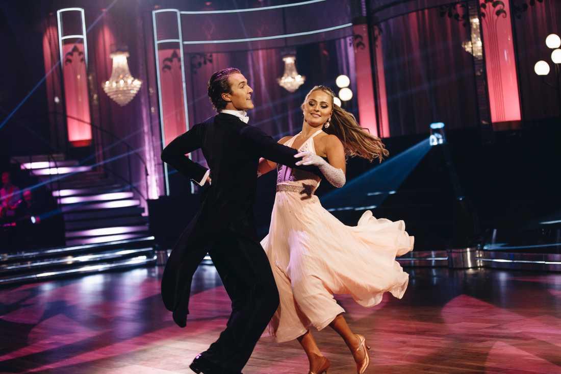 """Alice Stenlöf och Hugo Gustafsson i premiärprogrammet av årets """"Let's dance""""."""