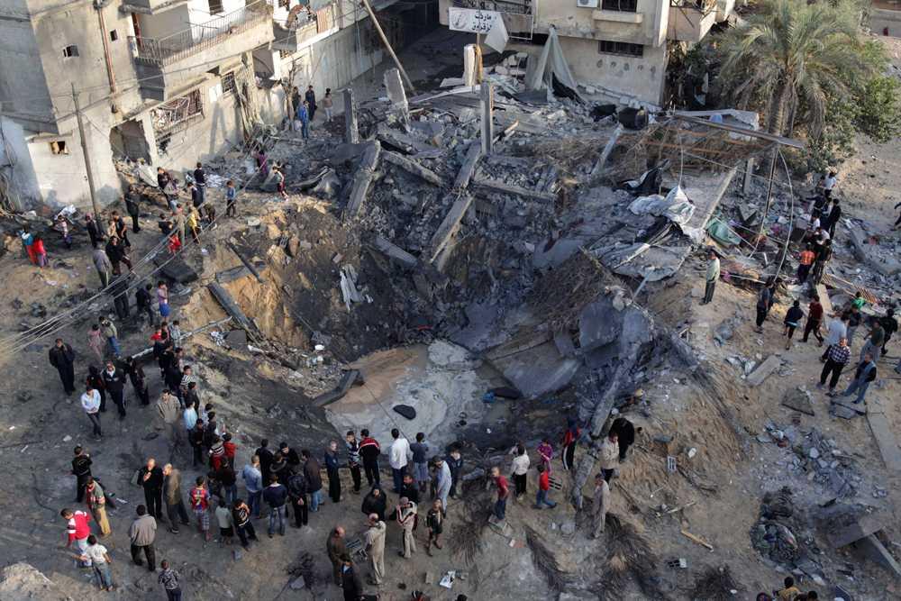 Ett hus har bombats sönder i Gaza City.