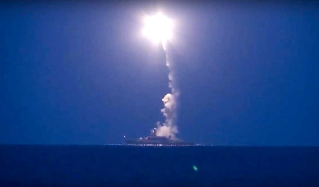 Från Medelhavet har ryska kryssningsrobotar avfyrats mot syriska mål.