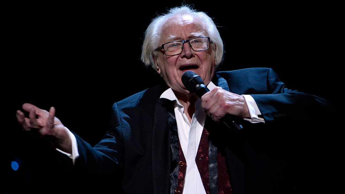 """Jan Malmsjö sjunger """"Leva livet"""" i Melodifestivalen."""