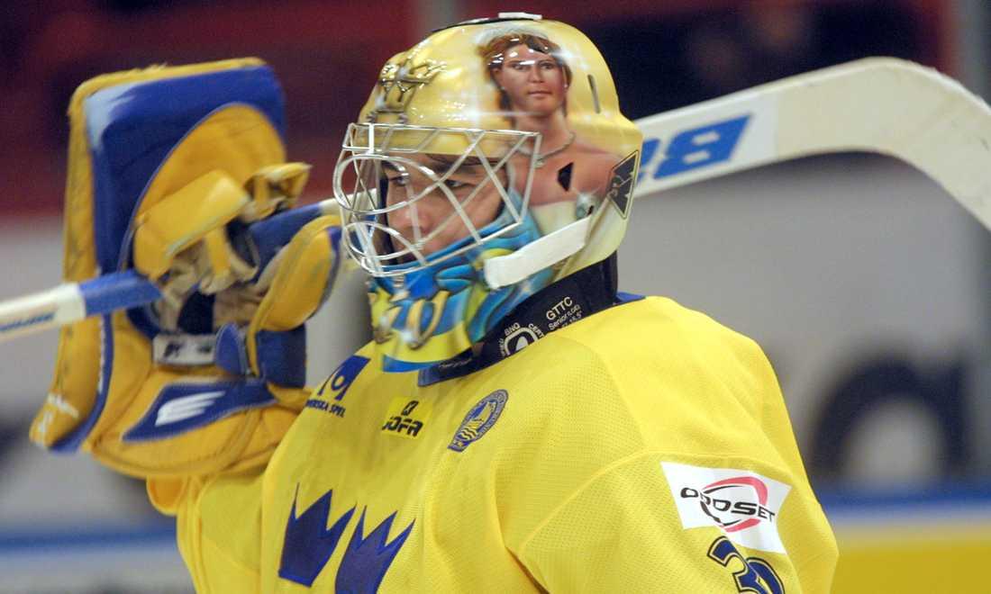 Stefan Liv under en match med landslaget i Sweden Hockey Games 2001.
