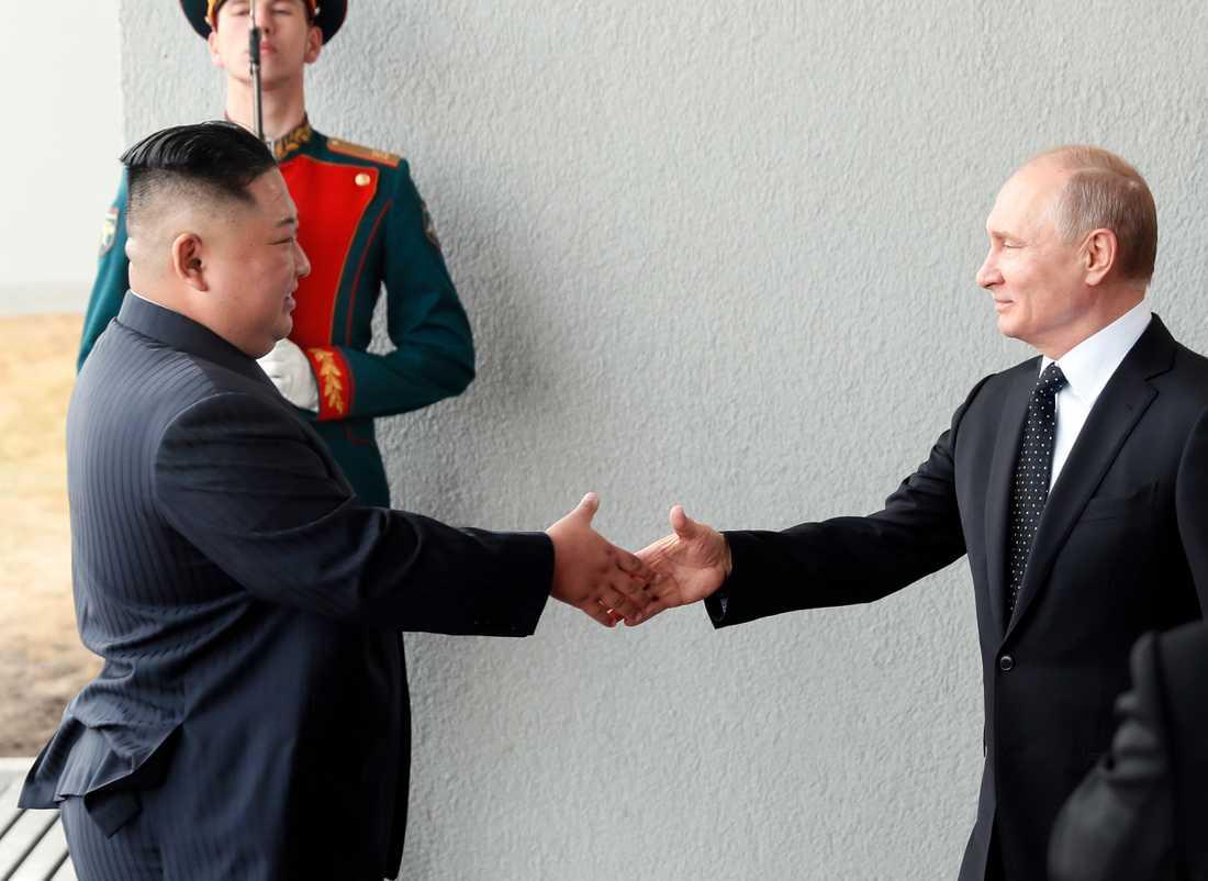 Mötet mellan de två ledarna kommer att följas av större samtal med fler representanter från både Ryssland och Nordkorea.