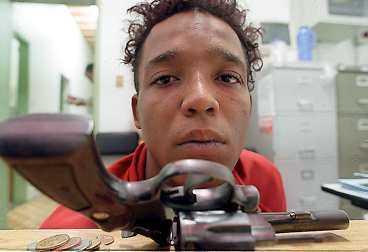GREPS AV POLIS Jonatan Pereira dos Santos, 18, och en kamrat misstänks för att rånat fotbollsstjärnan Roberto Carlos i går.
