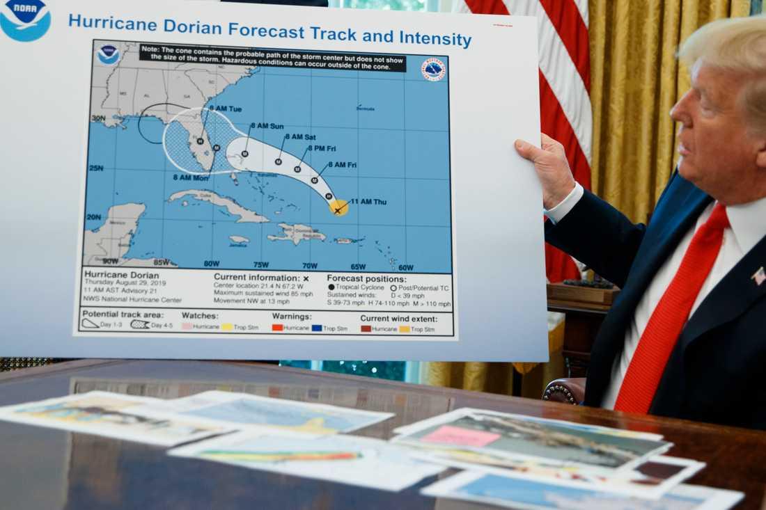 Donald Trump med den nu famösa kartan.