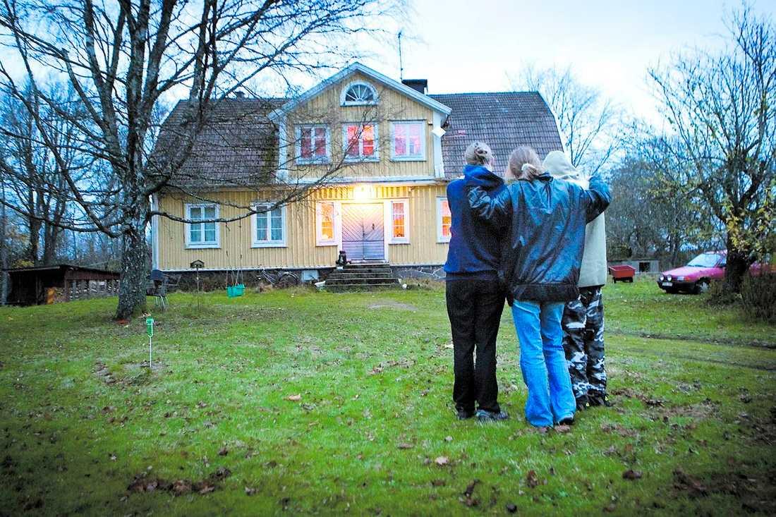 utsatt familj Den 50-årige mannen som sköt de båda pojkarna i Rödeby är sjukpensionär. Han har ADHD och Tourettes