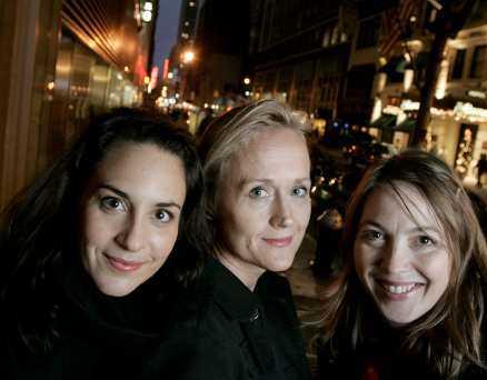 Alexandra Rapaport, manusförfattaren Sara Heldt och regissören Kathrine Windfeld i New York